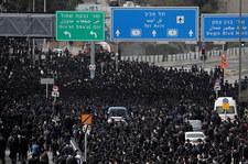 Koronawirus w Izraelu. 10 tys. osób uczestniczyło w pogrzebie ultraortodoksyjnego rabina. Mimo lockdownu