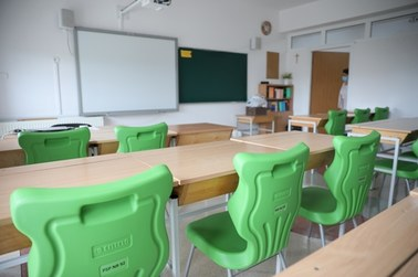 Koronawirus w kolejnych szkołach. Kwarantanny i zdalne nauczanie