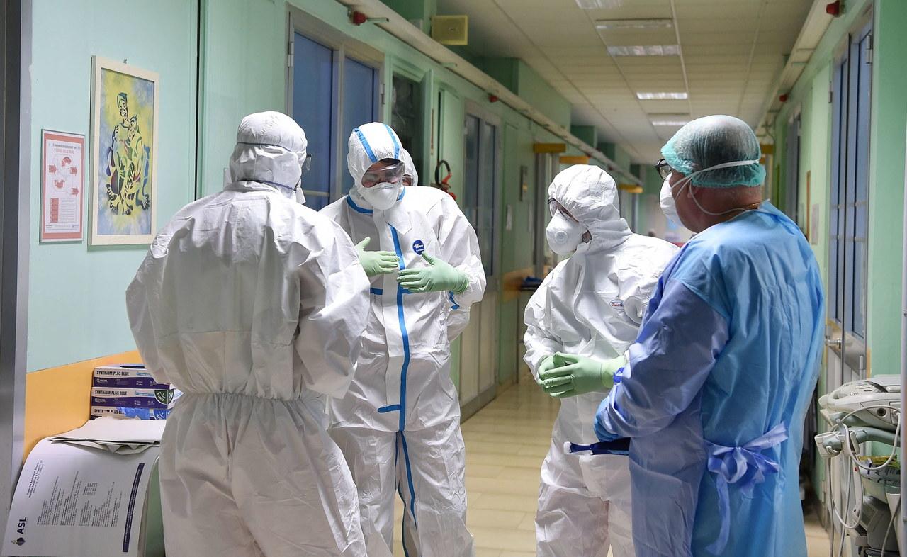 Koronawirus w Polsce. 43-latka z Ostródy podróżowała autobusem z zarażonym 66-latkiem