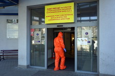 Koronawirus w Polsce. Coraz więcej zakażeń wśród personelu medycznego, zamknięte oddziały