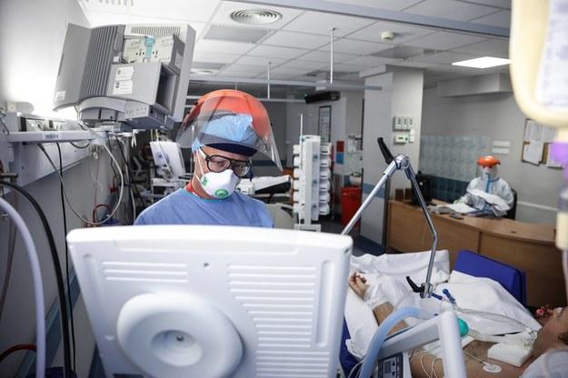 Koronawirus w Polsce. Dodatkowe 394 respiratory trafią do szpitali
