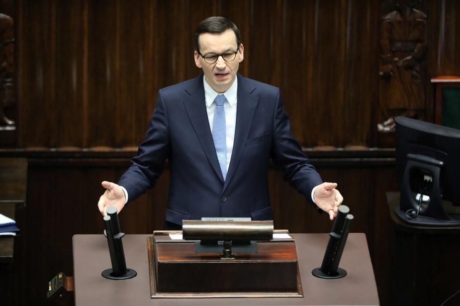 Koronawirus w Polsce. Premier Mateusz Morawiecki przemawia na sali obrad Sejmu /Wojciech Olkuśnik /PAP