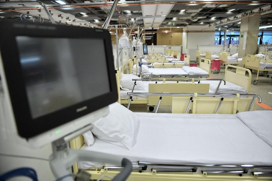 Koronawirus w Polsce. Szpital polowy dla chorych na Covid-19 na stadionie PGE Narodowym w Warszawie / Radek Pietruszka   /PAP
