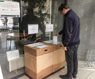Koronawirus w Polsce. ZUS: Nie trzeba się spieszyć z wnioskami o zwolnienie ze składek