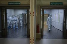 Koronawirus w Rosji: Wzrósł popyt na trumny ze szklanym wiekiem