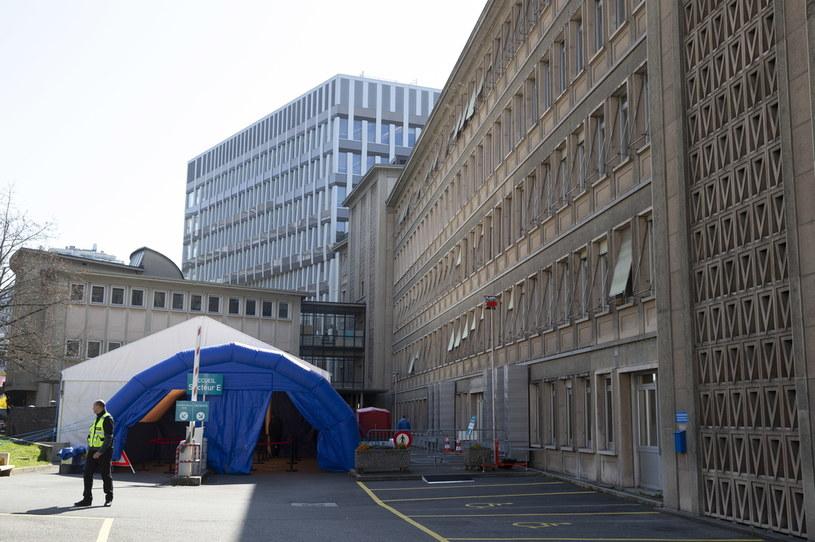 Koronawirus w Szwajcarii. Namiot dla podejrzanych o zakażenie /SALVATORE DI NOLFI /PAP/EPA