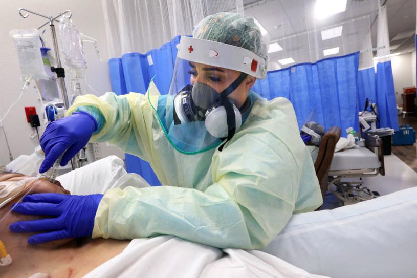 Koronawirus w USA. Ciągle jest bardzo dużo zgonów z tego powodu. /Carolyn Cole/Los Angeles Times  /Getty Images