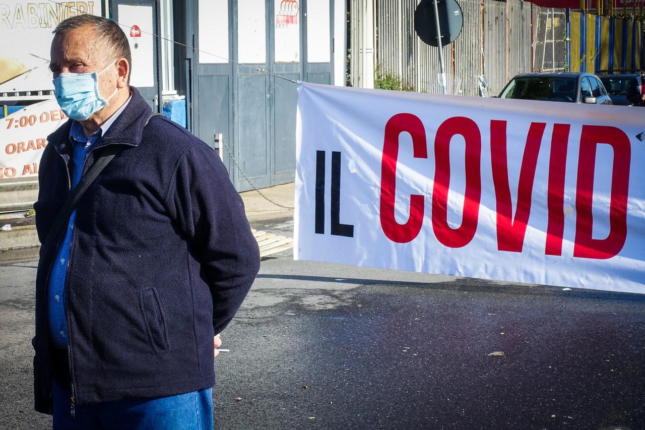 Koronawirus we Włoszech. Ekspert: Strategia hamowania wirusa nie działa