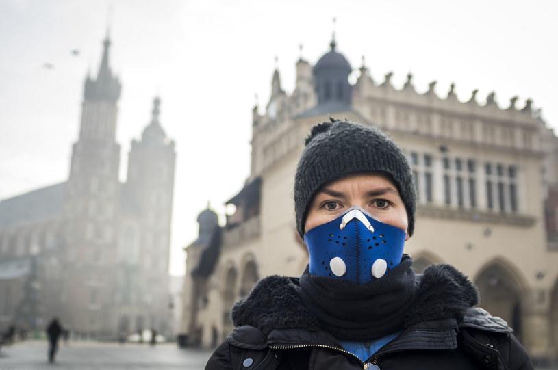 Koronawirus zabił tylu Polaków co smog /123RF/PICSEL