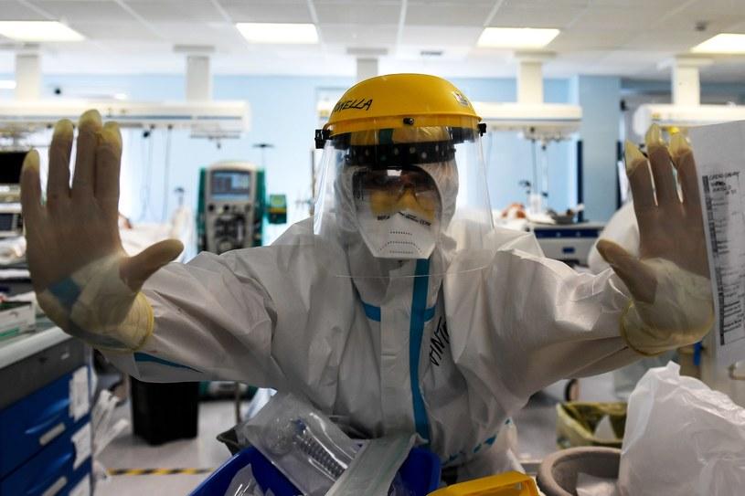 Koronawirusa wykryto dotychczas u 824 tys. mieszkańców Włoch /TIZIANA FABI/AFP /AFP