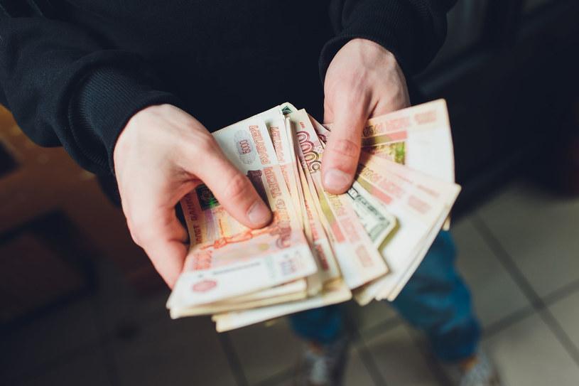 Korupcja w Rosji pozwala kontrolować urzędników /123RF/PICSEL