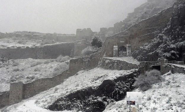 Korynt pod śniegiem /VASSILIS PSOMAS   /PAP/EPA