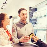 Korzyści i koszty używania karty płatniczej