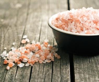 Korzyści zdrowotne z kąpieli w himalajskiej soli