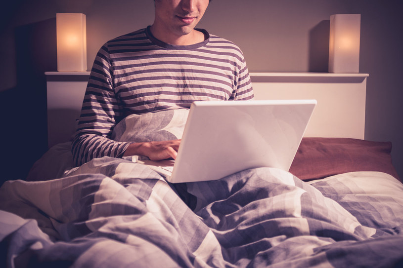 Korzystanie z dobrodziejstw sieci może pomóc przetrwać okres rozłąki /123RF/PICSEL