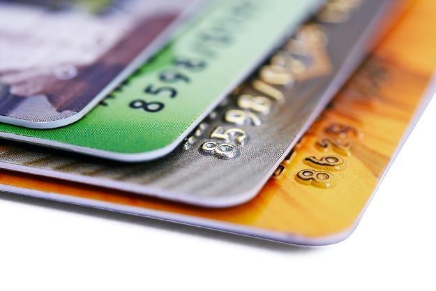 Korzystanie z kart płatniczych za granicą może wiązać się z dodatkowymi opłatami /©123RF/PICSEL