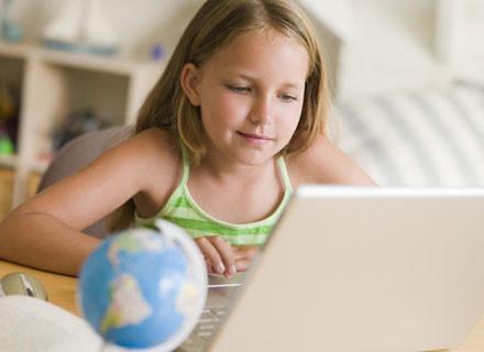 Korzystanie z komputera przynosi największą korzyść gdy dziecko robi to wspólnie z rodzicami /© Panthermedia