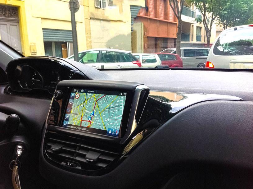 Korzystanie z nawigacji GPS ma zaskakujący wpływ na nasz mózg /123RF/PICSEL