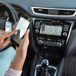 Korzystanie ze smartfonów w samochodzie
