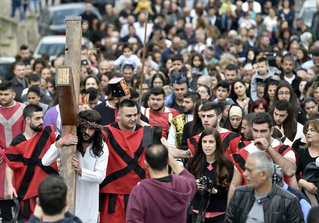 Kościół katolicki obchodzi drugi dzień Triduum Paschalnego - Wielki Piątek, upamiętniający śmierć Chrystusa na krzyżu /WAEL HAMZEH /PAP/EPA
