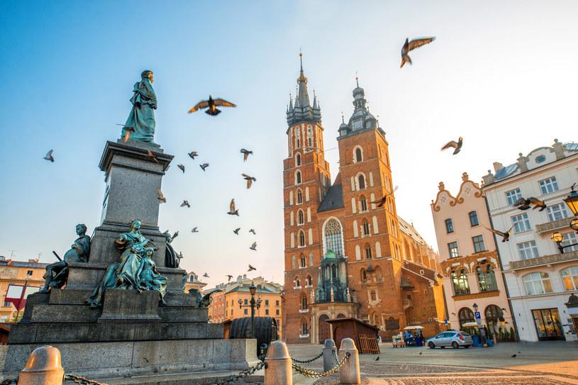Kościół Mariacki - symbol krakowskiego Rynku, który wcale nie leży na Rynku Głównym... /123RF/PICSEL