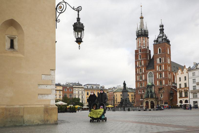 Kościół Mariacki, z którego wierzy tradycyjnie rozbrzmiewa hejnał. /Beata Zawrzel/REPORTER /Reporter
