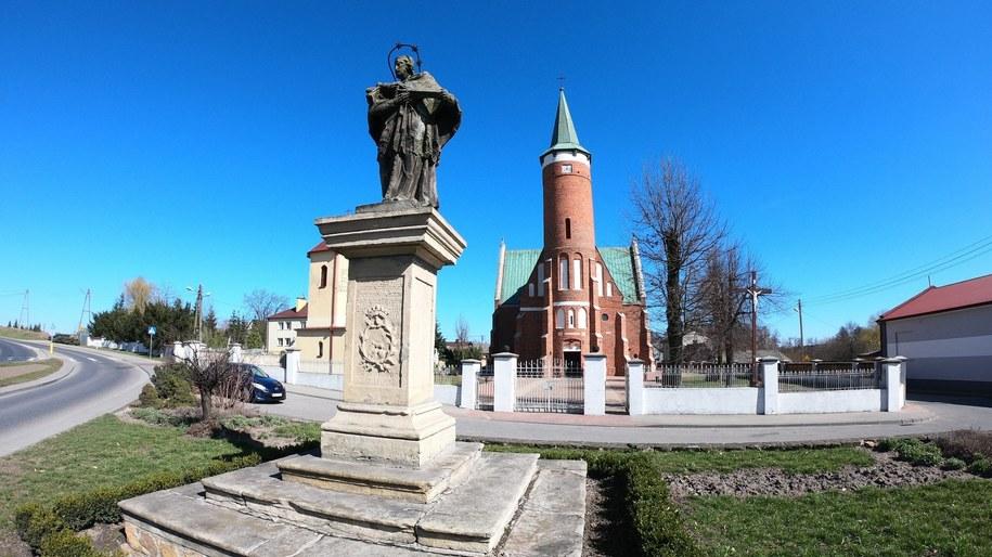 Kościół parafialny w Drzewicy /Michał Dukaczewski /RMF FM