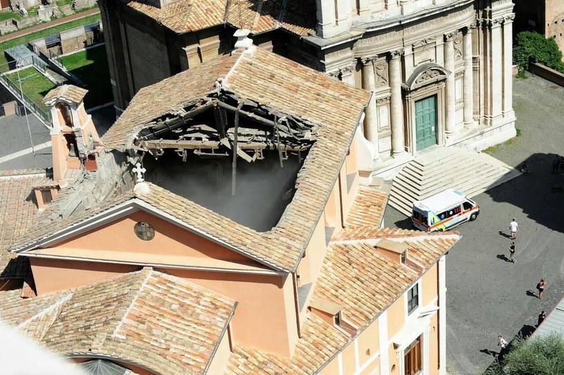 Kościół położony jest w masowo odwiedzanym przez turystów rejonie Wiecznego Miasta, koło Forum Romanum /STRINGER /PAP/EPA