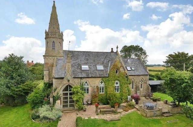 Kościół-rezydencja kosztuje 450 tysięcy funtów fot. zoopla.co.uk /&nbsp