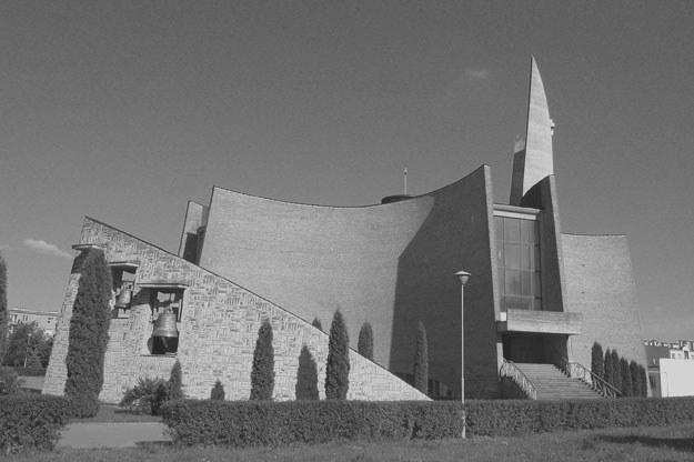 Kościół św. Józefa Robotnika wybudowano w latach 1979-1986 fot. Grzegorz Koperkiewicz /Agencja FORUM