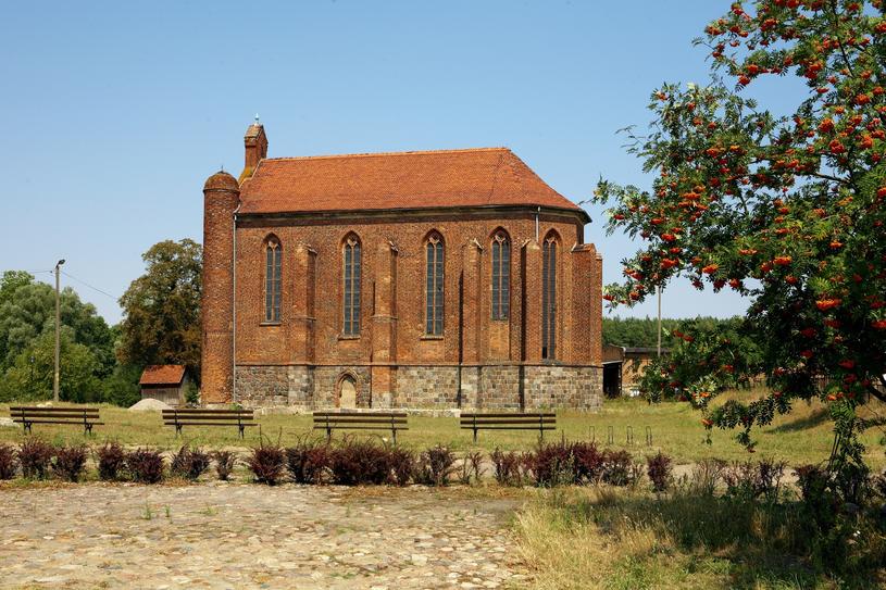 Kosciol sw. Stanislawa w Chwarszczanach – kosciol filialny, pierwotnie kaplica templariuszy, obecnie pod wezwaniem sw. Stanislawa Kostki /East News
