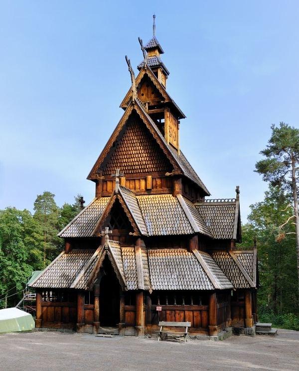 Kościół typu stav w Norweskim Muzeum Ludowym /123RF/PICSEL