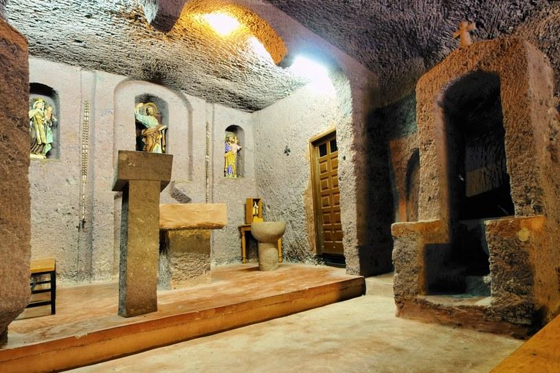 Kościół w jaskini w wąwozie Guayadeque /123RF/PICSEL