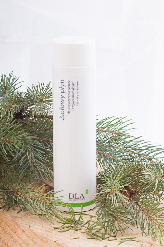 Kosmetyki DLA: Ziołowy płyn do oczyszczania twarzy i zmywania makijażu do cery wrażliwej /materiały prasowe