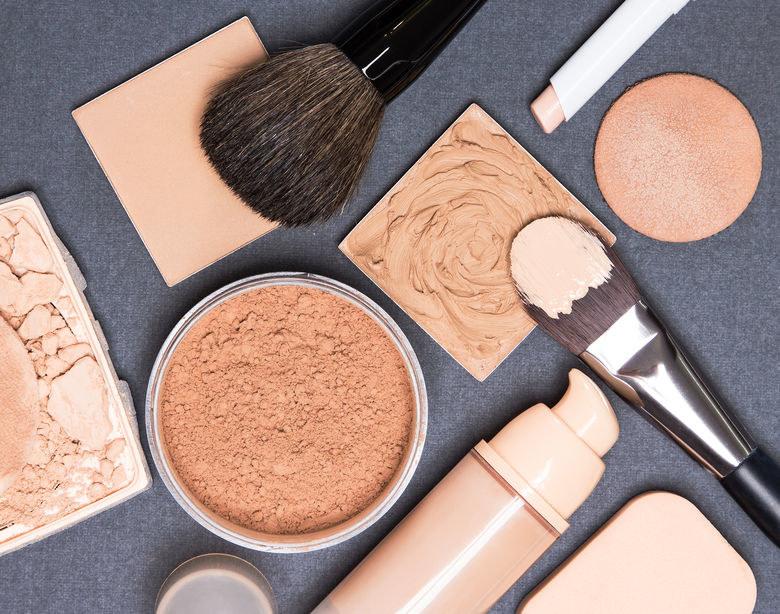 Kosmetyki do makijażu /©123RF/PICSEL