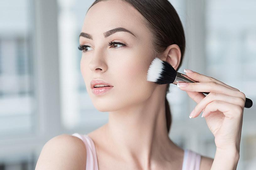 Kosmetyki mineralne są idealną propozycja dla alergików /123RF/PICSEL