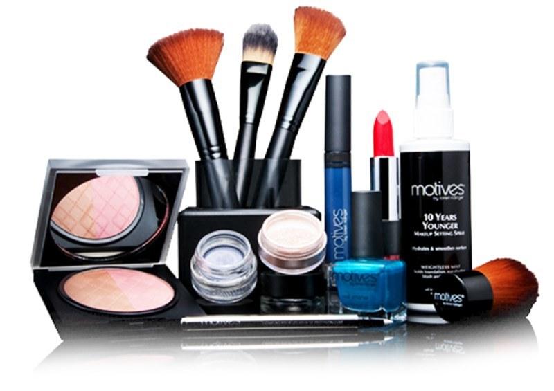kosmetyki przechowywanie w łazience /© Photogenica