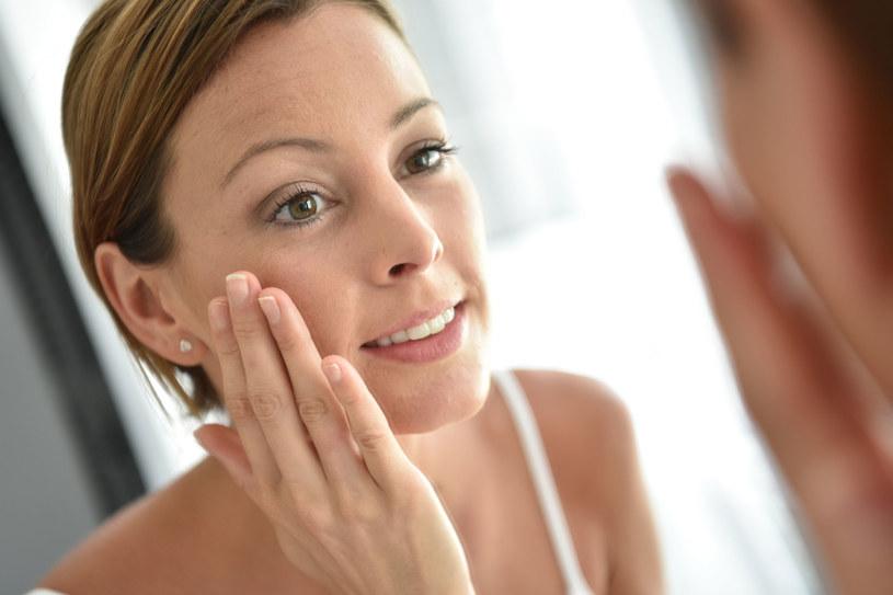 Kosmetyki przeznaczone do skóry wrażliwej muszą mieć bardzo delikatny skład /123RF/PICSEL