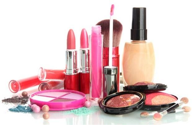 Kosmetyki składniki szkodliwe /© Photogenica