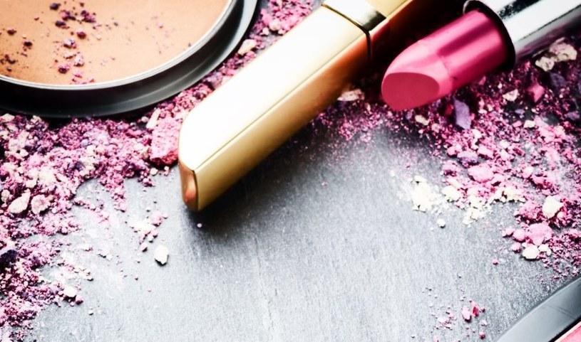 Kosmetyki też powodują wysypkę /123RF/PICSEL