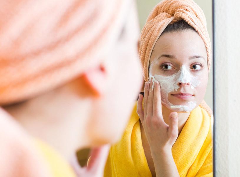 Kosmetyki traktuj jak rzeczy osobiste /123RF/PICSEL