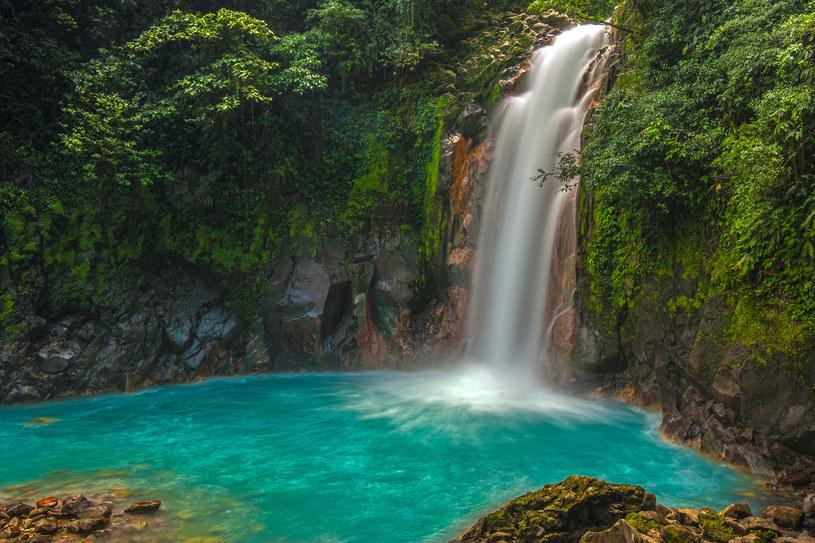 Kostaryka, wodospad na Rio Celeste /123RF/PICSEL