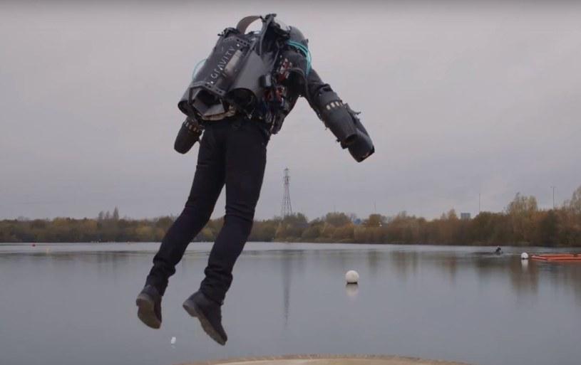 Kostium umożliwia latanie z prędkością ponad 50 km/h /YouTube