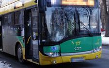 Koszmarne zdarzenie w Tychach. 10-latek wbiegł prosto pod autobus