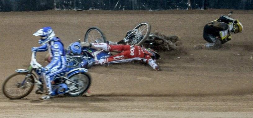 Koszmarny wypadek Tomasza Golloba podczas sobotniej Grand Prix w Sztokholmie /PAP/EPA