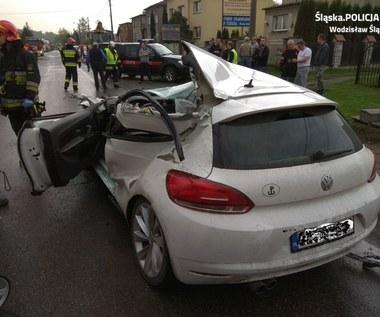 Koszmarny wypadek w Wodzisławiu Śląskim. Osobówka uderzyła w koparkę