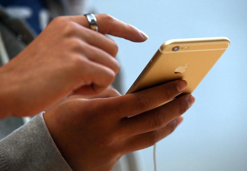 Koszt naprawy ekranu iPhone'a 6 Plus to 699 złotych /AFP