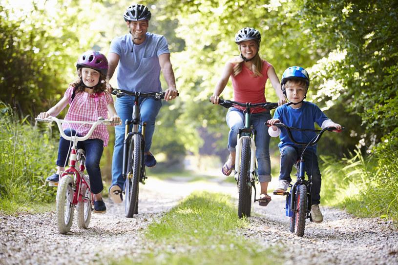 Koszt wychowania dwójki dzieci to wydatek rzędu ponad 411 tys. zł. /123RF/PICSEL
