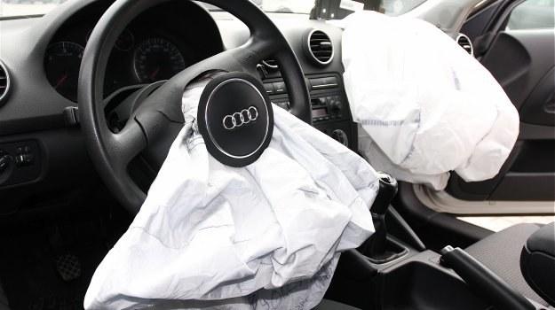 Koszt wymiany kompletu poduszek przednich to zwykle kilka tysięcy złotych. /Motor