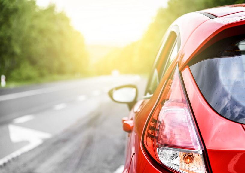 Koszt wymiany oleju jest dużo niższy niż naprawa samochodu /123RF/PICSEL